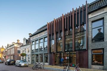 1 gemeentehuis in 22 panden